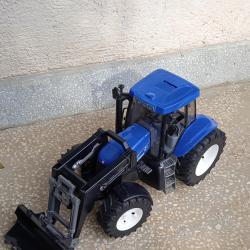 Детски трактор с предно товарене и кофа new Holland