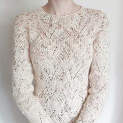 Ръчно плетена блуза, цвят екрю с ажурни мотиви