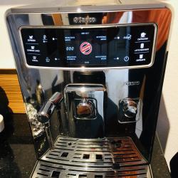Saeco Xelsis Автоматична еспресо машина иноксова, черна, бяла