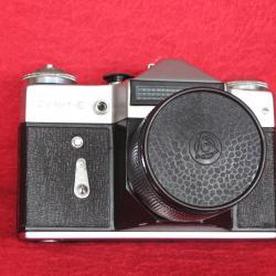Продавам фотоапарат - Zenit - E, с вграден светломер.