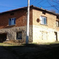 Продавам къща с двор в с. Ореш, обл. Велико Търново