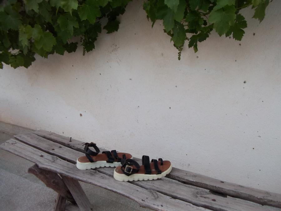 Кожени сандали от телешки бокс.