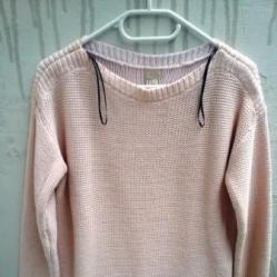 Розов пуловер