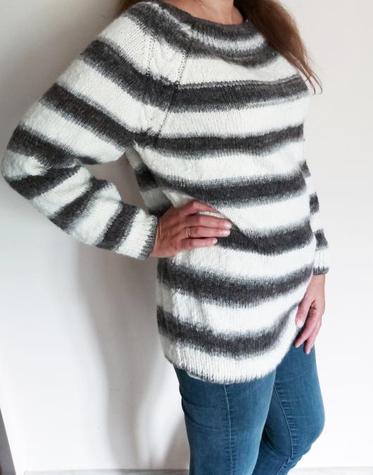 Страхотен ръчно плетен пуловер в черно, бяло и сиво