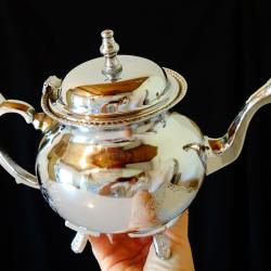 Посребрен чайник, кана Британска Индия.