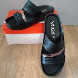 Анатомични дамски лачени чехли на Voga в черен цвят със сребриста